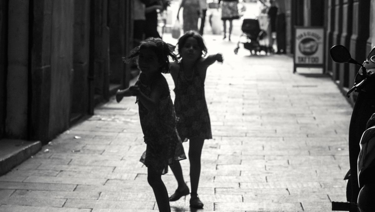 barcellona-lucio-de-santis-fotografia-photography-street-personal-photos-beauty-blackandwhite-children-running